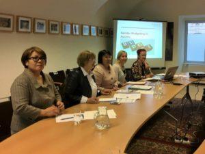 Drei Mitglieder der kasachischen Studiengruppe, stellvertretende Abteilungsleiterin Mag.a Karin Maurer und Abteilungsleiterin Dr.in Vera Jauk (von rechts nach links)